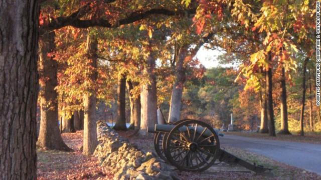 The site of the Battle of Gettysburg and the Gettysburg Address, Gettysburg National Military Park's gorgeous fall foliage doesn't detract from the solemn history of the place, which is of great interest to visitors less captivated by fall colors.