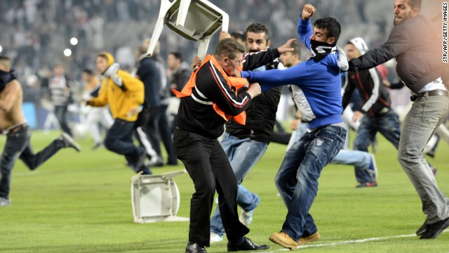Istanbul derby ends in violence