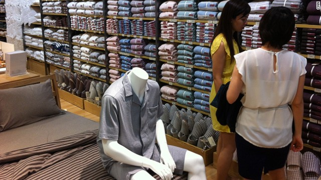 The store's no-brand policy apparently extends to its faceless mannequins.