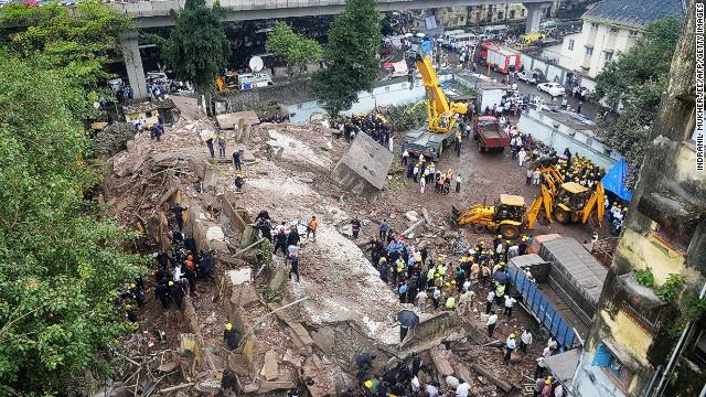 El ayuntamiento de Mumbai acusa a un albañil del derrumbe que mató a 66
