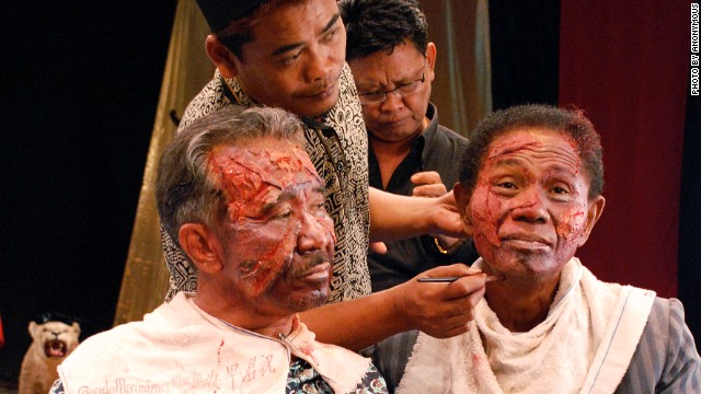 Adi Zulkadry and Anwar Congo in full makeup. The film has been made available to watch for free online for all Indonesians from September 30, the anniversary of the 1965 military coup that led to the anti-communists purges across the country.