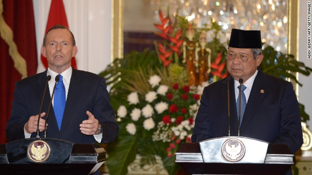 Australia's Prime Minister Tony Abbott with President Susilo Bambang Yudhoyono in a file picture from September 30, 2013.