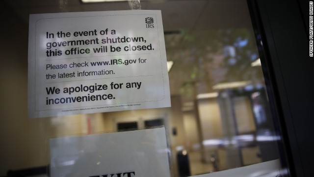 A pointer is posted in the window of an IRS bureau in Brooklyn notifying that the bureau is sealed due to the supervision shutdown on Oct 1.