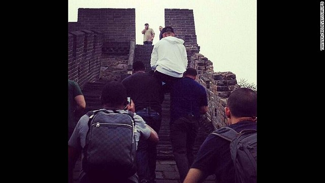 Saving his energy for his fans? Justin Bieber was snapped letting his bodyguards carry him up the stairs at the Great Wall of China the day after his Beijing concert.