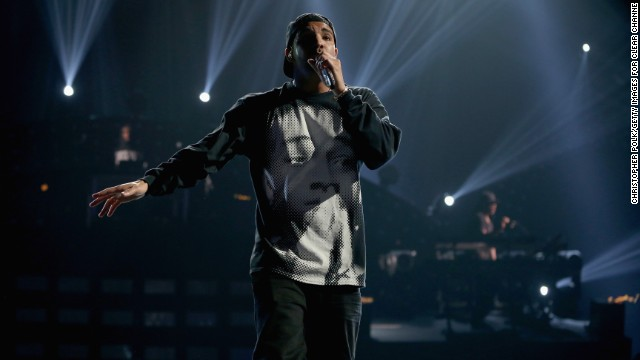 Drake debuts at No. 1, and more news to note