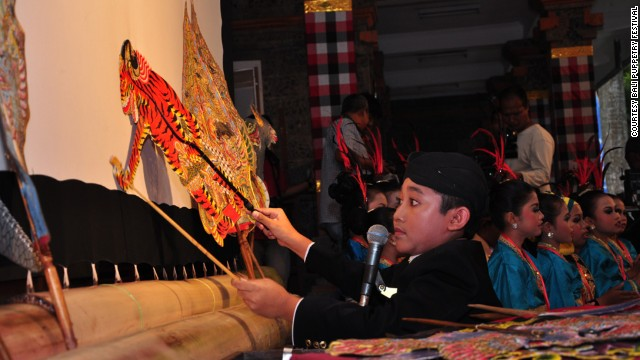 A young performer from central Java at the first Bali Puppetry Festival that took place from September 22 to September 27.
