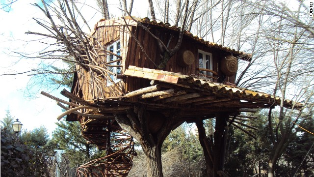 Don't be fooled by the ramshackle appearance of Fuentes tree house in Castile-La Mancha, Spain. It has a kitchen, bathroom and even a TV.