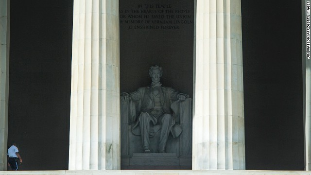 A singular confidence ensure patrols the sealed Lincoln Memorial in Washington on Oct 3.
