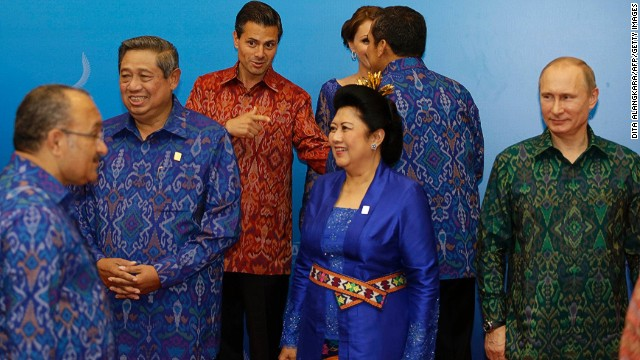 For their get-together in Bali this year, APEC leaders and their partners were given clothing made from traditional Balinese woven endek, stitched together by a Chinese tailor in Jakarta.