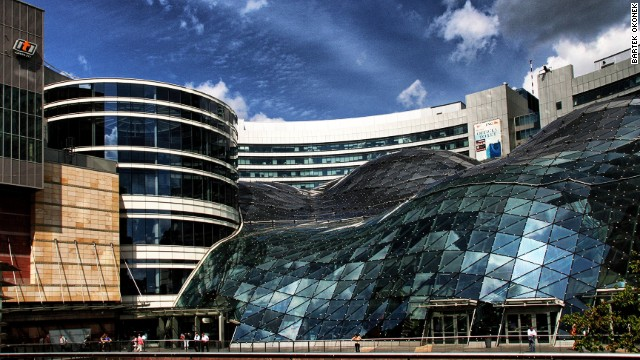 Golden Terraces is a complex of buildings and is part of Warsaw's most expensive real estate project to date. The shopping center has a glass roof that consists of 4,700 separate glass elements and extends in the form of a wave over the complex. <strong>Architect</strong>: The Jerde Partnership
