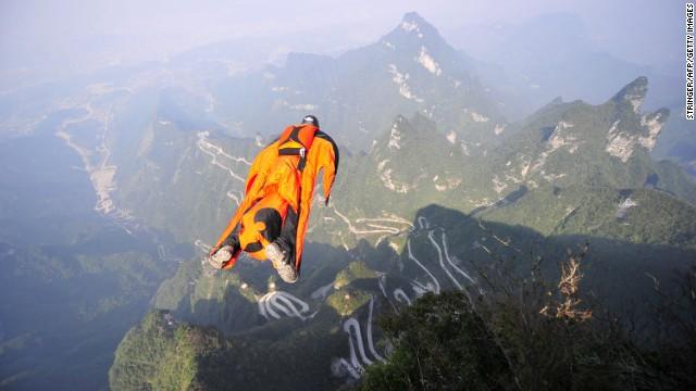 """Muere el hombre """"volador"""" Victor Kovats tras estrellarse en un precipicio"""