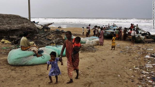 Más de 440.000 evacuados en la India por un ciclón que alcanzará los 330 km/h