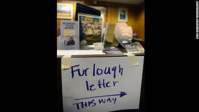 A handwritten sign directs employees where to pick up their furlough letters at the Mount Rainier National Park administration building on October 1.
