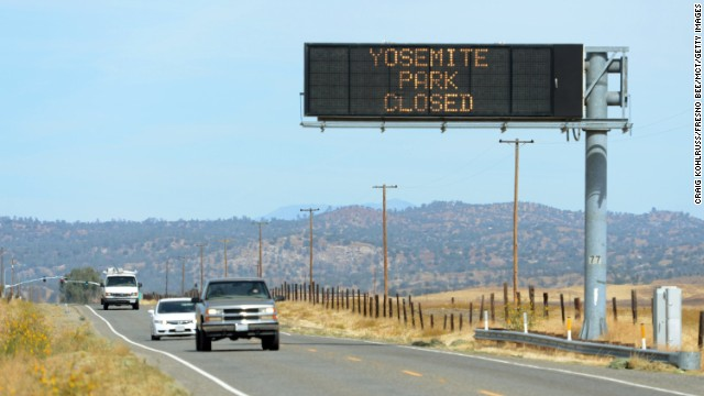 A sign on Highway 41 north of Fresno, California, tells motorists about the closure of Yosemite Park on October 1.