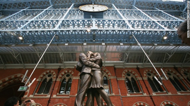 London's St Pancras International last week announced the second installation to appear in its contemporary arts program. Chromolocomotion, by the artist David Batchelor, will see a group of perspex shard sculptures hang from the roof of the terminal building.