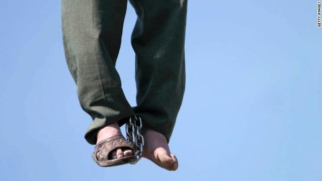 Indultan al iraní que sobrevivió a su ejecución