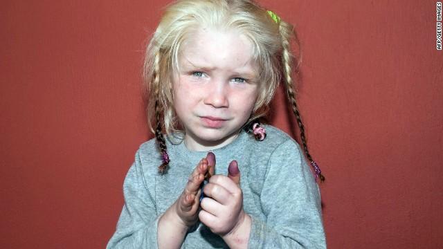 Más de 8.000 llamadas dan pistas sobre la niña rubia de Grecia