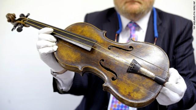 Venden el violín que tocó mientras se hundía el Titanic por 1,7 millones