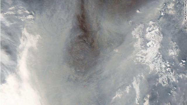 Escuelas y vías cerradas por densa nube de contaminación en China