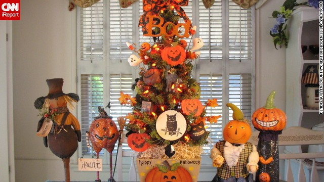 <a href='http://ireport.cnn.com/docs/DOC-1050693'>Denise Guillen</a> wanted an early start for Christmas this year, so she decorated small trees around her home in a Halloween style.