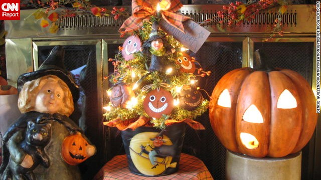 The warm fireplace accented with a Halloween tree, witch and jack-o'-lantern can been seen on <a href='http://ireport.cnn.com/docs/DOC-1050693'>Guillen's </a>blog, <a href='http://countrycreationsbydenise.blogspot.com/' target='_blank'>Country Creations by Denise.</a>
