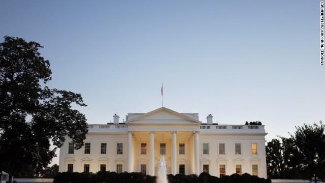 Un funcionario de la Casa Blanca es despedido por tuits insultantes
