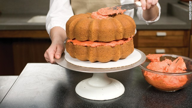 how to cut a cake flat