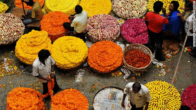 Pongal is a four-day harvest festival widely celebrated in the South of India. On the third day, celebrants honor their cows, and gift them with garlands of flowers and beads. In preparation, vendors stock up on colorful flora.