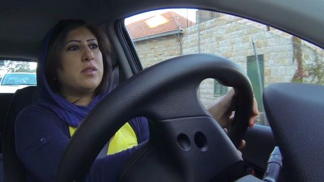 Mujeres de Arabia Saudita desafían a las autoridades conduciendo