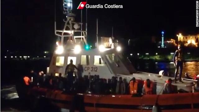 Unos 700 inmigrantes rescatados en Italia