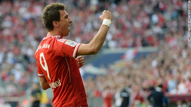 Mario Mandzukic scored a brace as Bundesliga leaders Bayern Munich came from behind to beat Hertha Berlin.