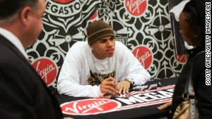 NEW YORK - NOVEMBER 29: Rapper Chris Brown signs autographs at the Virgin Megastore in Times Square November 29, 2005 in New York City. (Photo by Scott Gries/Getty Images)
