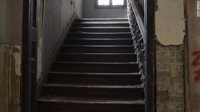 Most of the cracked, aging wooden stairs in building no. 81 generate creepy noises when stepped on. The perfect accompaniment to an already eerie vibe.