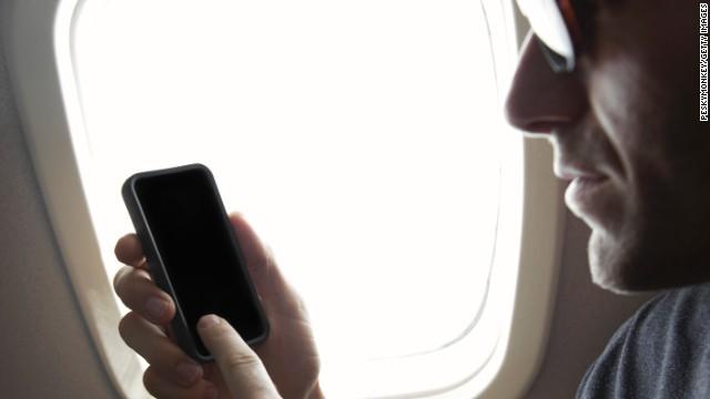 Comisión de Comunicaciones de EE.UU. considerará permitir llamadas en los vuelos
