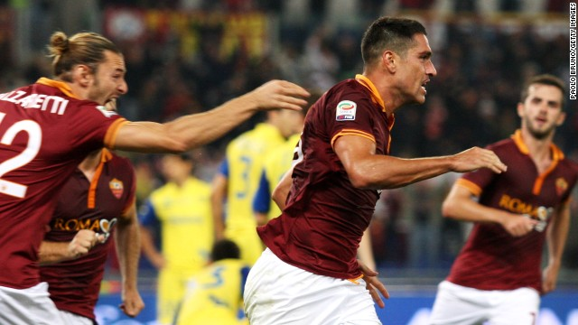 Marco Borriello, middle, scored the winning goal for Roma in its record-setting victory over Chievo.