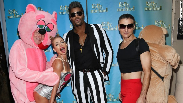 Kelly Ripa twerked it out as Miley Cyrus