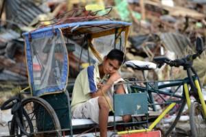 Niños, entre las mayores víctimas del tifón Haiyan