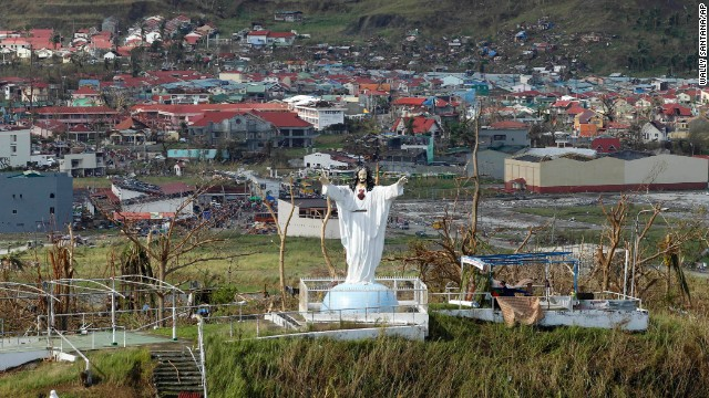 Jesus statue unscathed by Typhoon Haiyan