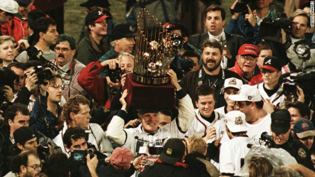 Turner hoists the Commissioner's Trophy after the Braves' triumph.