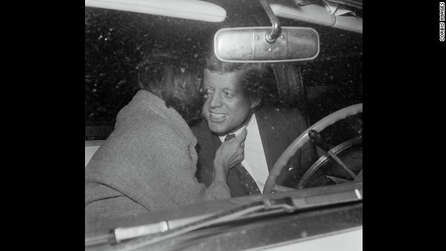 Jacqueline greets her husband in 1960.