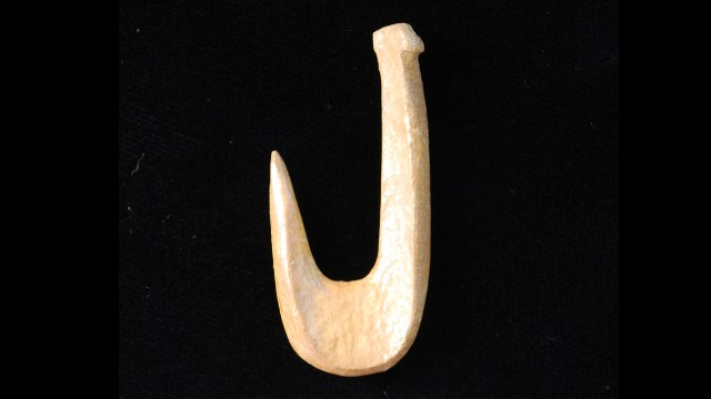 8000-500 BC: Bone fishhooks were used from the Archaic period until European contact.<!-- --> </br>