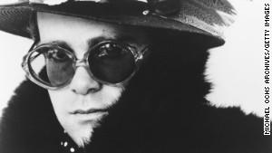 Singer Elton John poses for a portrait circa 1975.