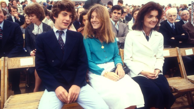 Kennedy sits between her brother and mother in 1977.
