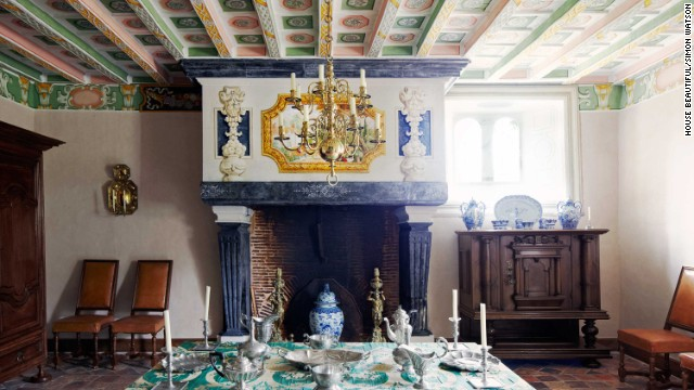 William Christie's dining room, featured in the October 2013 issue of House Beautiful, takes the traditional aspects of a dining room back to the great halls of ancient castles.