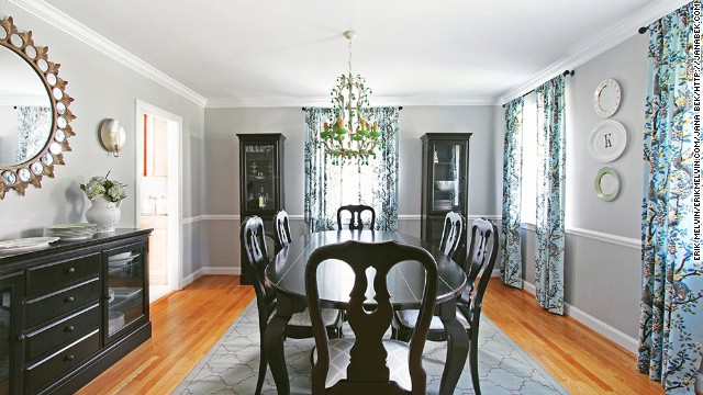 Interior decorator and <a href='http://janabek.com/gallery/' target='_blank'>E-designer</a> Jana Bek decorated this dining room with glossy black furniture that contrasts with the bright, floral-inspired chandelier.