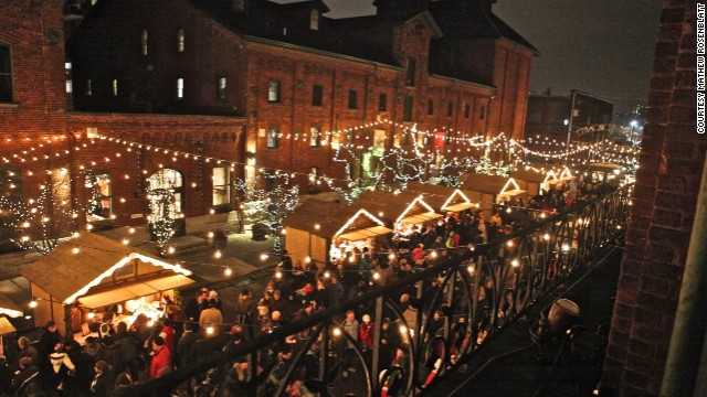 The Toronto Christmas Market incorporates the ambiance of the Distillery Historic District, a pedestrian-only village of restored Victorian brick buildings.