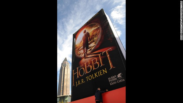 Final 'Hobbit' movie gets title, and more news to note