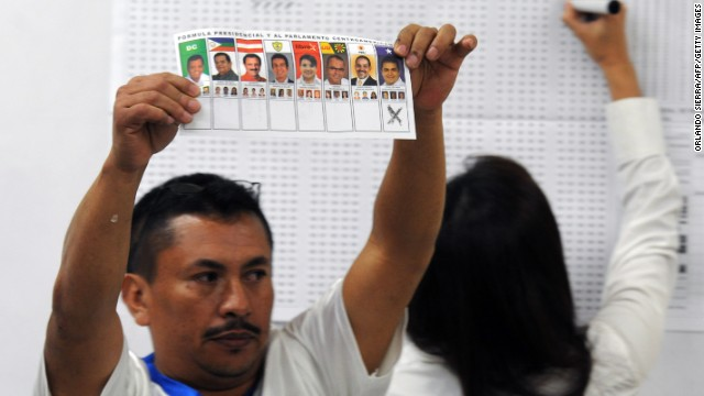 A man shows a ballot during the vote counting in general elections in Tegucigalpa, Honduras, on November 24, 2013.