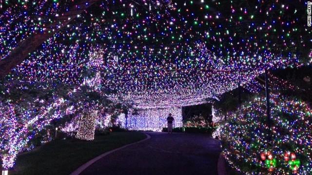 Familia australiana instala medio millón de luces navideñas y establece récord mundial