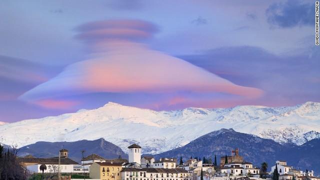 Increíble imagen de una nube píleo en España